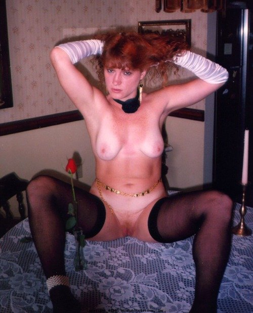 Amateur lady spreading her legs on the table
