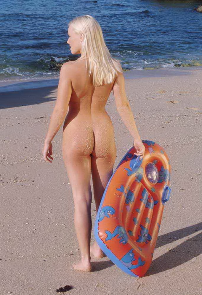 Blonde with nice ass shows off curves