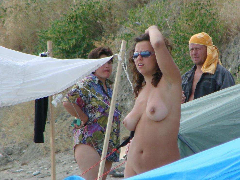 Hidden cam caught this nude wife admiring the ocean