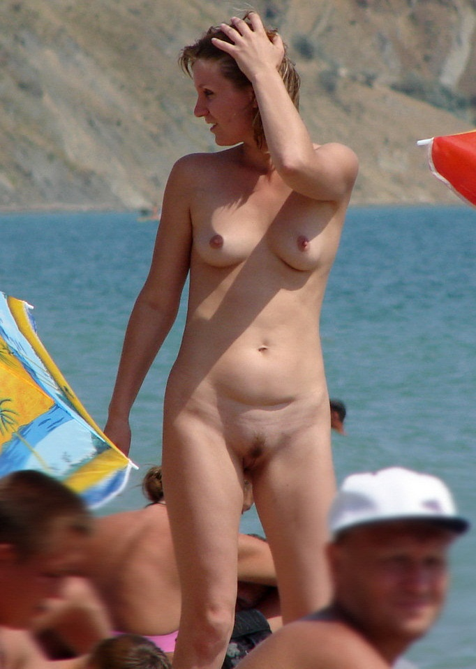 Nude wife expose her juicy twat for us