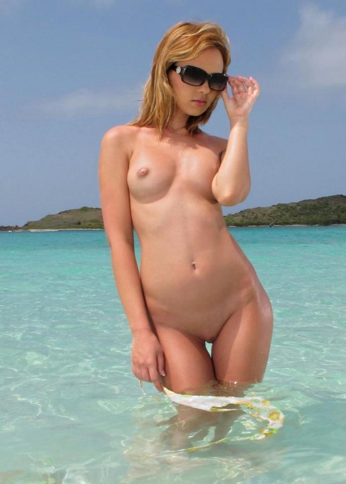 Super sexy blonde in a sexy nude pose in the waves