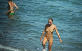 442-Nude-babe-exposed-by-beach-hunters.jpg