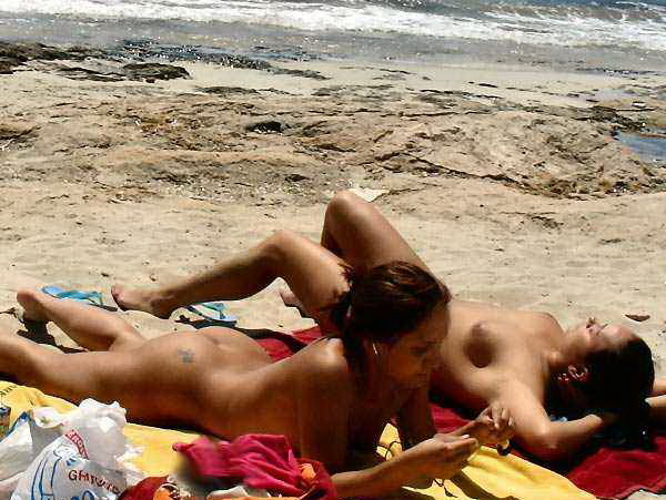 Nude girls resting their bodies at the sun