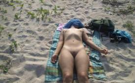 484-Sleeping-nude-babe-tanning-at-sun.jpg