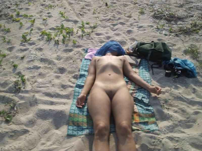 Sleeping nude babe tanning at sun