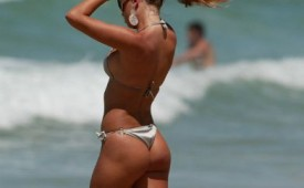 497-Tan-brunette-in-bikini.jpg