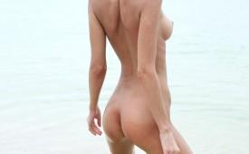 536-Nude-girl-posing-on-an-exotic-beach.jpg