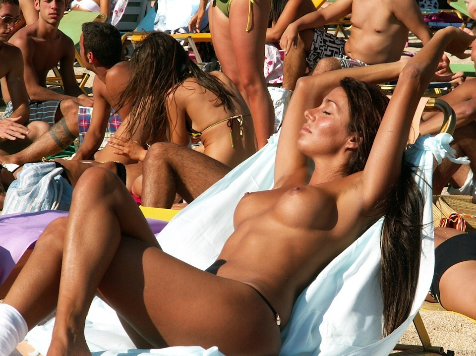 Topless hottie catching the sun for a perfect tan