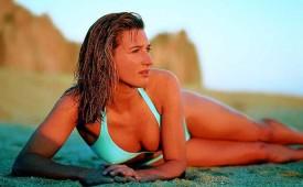 13544-Hot-brunette-lying-on-the-beach.jpg