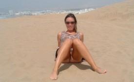 22-Amateur-nudist-babe-shows-her-muff.jpg