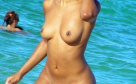 32-Beautiful-exotic-babe-nude-at-the-beach.jpg