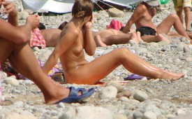 512-Rocky-beach-and-nude-girl.jpg