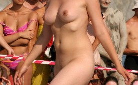 567-Voluptuous-girlie-showing-her-naked-awesome-body-for-horny-men.jpg
