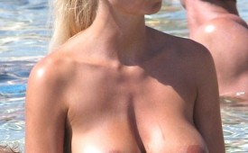578-Woman-with-wet-tits-plays-in-the-ocean.jpg