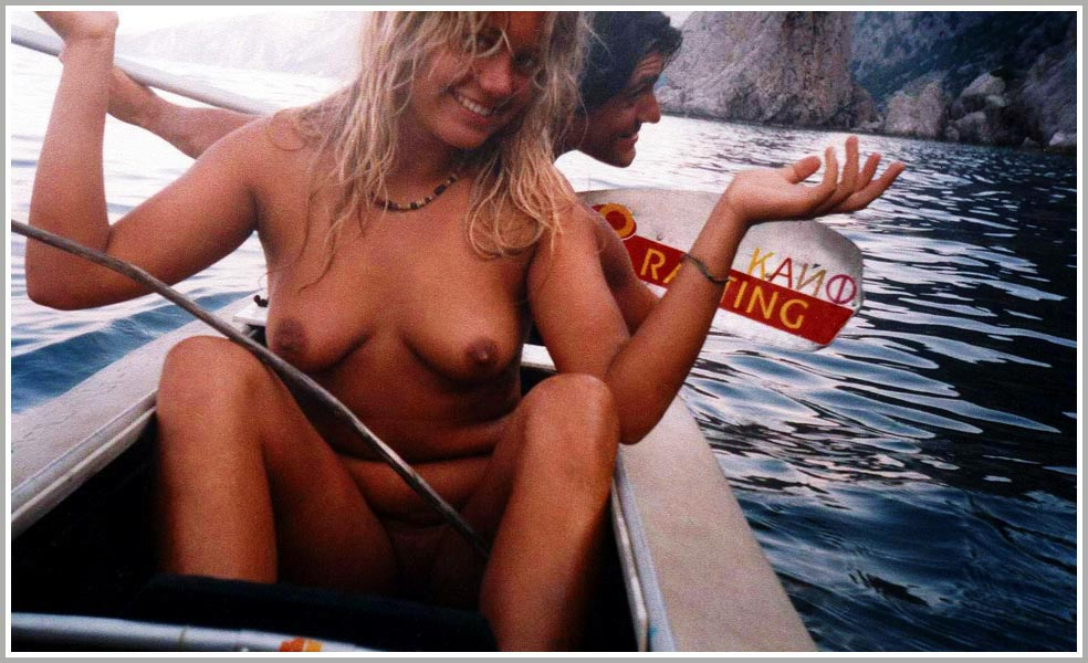 Hot hippie chick kayaking in the buff
