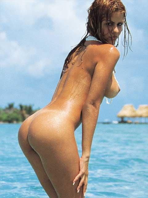 Nude hottie posing in a sexy posture