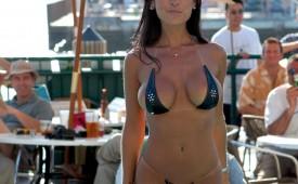 804-Sexy-bikini-babe-exposing-her-stunning-body.jpg