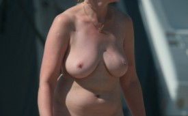 917-Thick-confident-woman-strolling-in-the-buff.jpg
